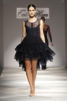 Tot-hom_SS16 #tothom #tot-hom #altacostura #modamujer #moda #fashion #desfile #ss16 #Barcelona #tendencia #model #vestidos #desfiletothom Tot Hom, Ss16, Barcelona, Runway, Ballet Skirt, Skirts, Black, Dresses, Design