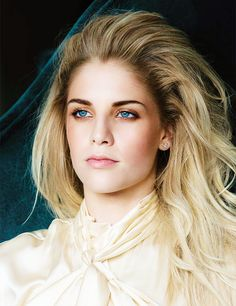 Hannah Reid of London Grammar - I've never really been into blondes but man I crush on them hard!!!