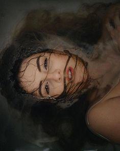 Foto Portrait, Creative Portrait Photography, Dark Photography, Underwater Photography, Photography Women, Photography Magazine, Artistic Photography, Digital Photography, Fotografie Portraits