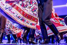 Szinvavölgyi Néptáncműhely  Kalotaszegi táncok By Levente Váradi Folk Clothing, Folk Dance, Beautiful Costumes, People Around The World, Embroidery, Life, Fashion, Photos, Moda
