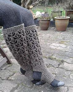 Meias sem dedos e sem calcanhar em crochê com lã. Adorei.