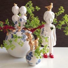 Fijne combi!! Bloemen & Porselein !! Lammers en Lammers porcelain Clonette doll at Studio de WInkel.