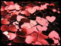 Ricordati di me quando al mattino metti in ordine i pensieri e portami con te tra gli spiccioli del cuore, ma non spendermi mai per comprare un sogno, perché sarò io il sogno, così come tu sei il mio.  E nessun vento lo porterà via e mai non potrà cadere perché intrecciato al mio cuore. Fragile, come un respiro non si può raccogliere, ma in mille pezzi il sogno e in mille pezzi il cuore si frantumerà se tu lo lascerai andare.  Giulia Torelli