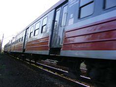 Jedzie pociąg z daleka ...