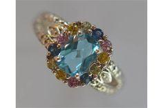 A 9 carat white gold ring. Est. £45 - £55.
