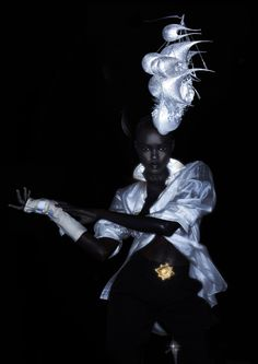 Grace Bol in Philip Treacy by Nick Knight- Impressive when you see it in full- screen! :)