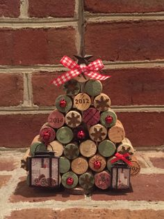 Raise a glass of your favorite vino to these festive little trees made from upcycled wine corks! Large Size Tree.
