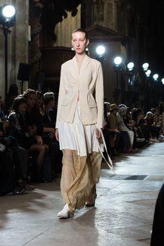 Fashion Show, Women's Fashion, Yohji Yamamoto, Urban Fashion, Timeless Fashion, Christian Dior, Personal Style, Fashion Inspiration, Runway