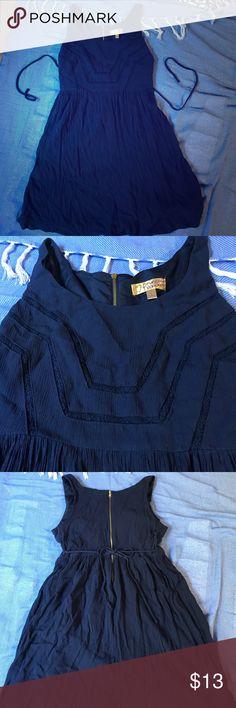 Vera Wang blue short summer dress Very cute design on the top half, zipper is in perfect shape! It's a navy blue color Vera Wang Dresses Mini