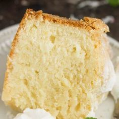 This Coconut Cream Cheese Pound Cake recipe is crazy delicious. This Coconut Cream Cheese Pound Cake recipe is crazy delicious. Dense and buttery this pound cake is topped simply with a sprinkle of powdered sugar t Whipping Cream Pound Cake, Cream Cheese Pound Cake, Cream Cheese Recipes, Homemade Pound Cake, Pound Cake Recipes, Homemade Cakes, Coconut Pound Cakes, Coconut Pudding, Chocolate Cream Cheese