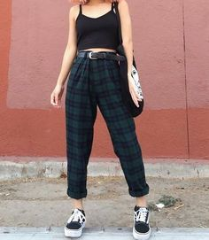 How to Style Vintage Outfits and What You Should Know Before Buying Style Hipster, Style Grunge, Grunge Look, 90s Style, Hipster Stuff, Goth Style, Style Outfits, Edgy Outfits, Mode Outfits