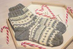 Lokakuisen blogiarvontani voittajalle neulomani Hilma- sukat lämmittävät jo arvonnan voittajan jalkoja, mutta kuvat sukista on unohtunut p...