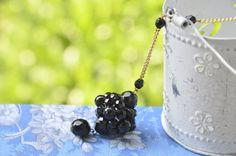 Collana rosario mezzi cristalli neri e ciondolo di EtVoilaBijoux