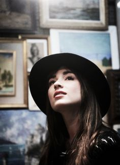 crystal reed-- love this hat