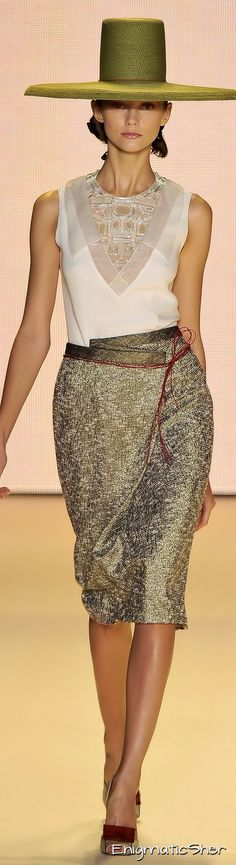 Carolina Herrera Spring Summer 2011 Ready-To-Wear https://www.pinterest.com/GD1505/%D1%8E%D0%B1%D0%BE%D1%87%D0%BA%D0%B8/