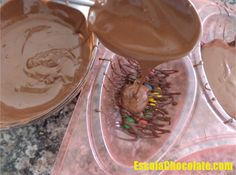 Desenforme com cuidado e use o chocolate Chocolates, Delicious Desserts, Yummy Food, Easter Chocolate, Chocolate Recipes, Easter Eggs, Cake Decorating, Sweet Treats, Food Porn