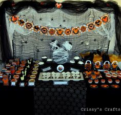 Mickey's Not So Scary Halloween Party This could be the new twist to doing another Mickey/Disney party for Chase's birthday. His birthday is just a few days after Halloween. Mickey Halloween Party, Halloween First Birthday, Mickey Birthday, Mickey Party, Halloween Celebration, Birthday Crafts, Scary Halloween, Halloween Treats, Birthday Ideas