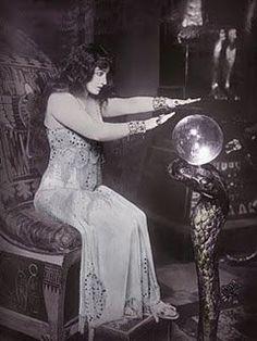 Crystal ball reader