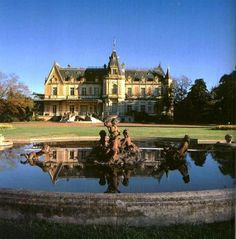 Two dozen of Argentina's most magnificent country estates are featured in this sumptuously illustrated volume. Baroque Architecture, Beautiful Architecture, Largest Countries, Countries Of The World, Beautiful Castles, Beautiful Places, Beautiful Pictures, Places Around The World, Around The Worlds
