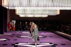"Prada's ""runway"" looks like a hotel ballroom. Fashion Walk, Fashion Show, Award Tour, Catwalk Design, Purple Carpet, Red Carpet, Hotel Carpet, Window Display Design, Lifestyle News"