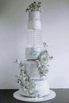 Amazing detail!  Beautiful cake.