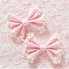pink, bow, and girly image Mode Kawaii, Kawaii Shop, Little Bo Peep, Diy Hair Bows, Everything Pink, Cute Bows, Kawaii Fashion, Ribbon Bows, Fabric Bows
