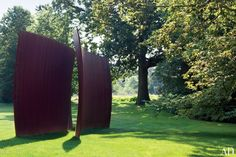 Presiding over the bucolic back lawn of a Philadelphia-area home decorated by Jayne Design Studio is Vice-Versa, a majestic weatherproof-steel sculpture by Richard Serra.Relive the past in this 1910 house near PhiladelphiaSee Thomas Jayne's stylish renovation of this circa-1865 Philadelphia townhouseLearn the secret to Thomas Jayne's decorating philosophy in this exclusive chat