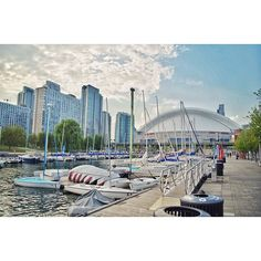 We have Rogers Arena you have Rogers Centre. We are practically twins here! A shot of the Rogers Centre in Downtown Toronto ON!  Learn how to travel for free on your reward points at www.pointshogger.com!  #pointshoggertravels #travelpics #travelphotography #travelblog #latergram #photowalk #exploretoronto #explorecanada #instatravel #travelgram #canadiantravels #ExploreYYZ #DiscoverON #toronto_insta #HypeofToronto#vancouverpride #instagood #instadaily #instalike #instaawesome #waterfront…