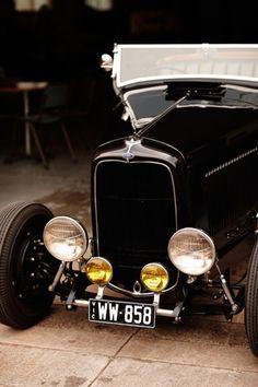 Such a sleek old car. Darn aerodynamics taking us away from this shape...