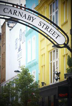 Een beetje verscholen, middenin Londen, in Soho. Carnaby street is een kleurrijke en leuke straat met grappige winkeltjes en gezellige pubs. Bekijk alle tips voor een stedentrip Londen.