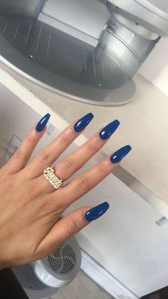 Couleurs de vernis à ongles tendance 2018 - Blue Coffin Nails, Cute Acrylic Nails, Acrylic Nail Designs, Dark Blue Nails, White Nails, Royal Blue Nails, Coffin Acrylics, Metallic Nails, Nagellack Design