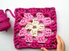 ¿Te animas con los granny square? A continuación os mostramos cómo hacerlos paso a paso (patrón incluido).