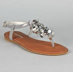 ahhh! i need these! they're from charming charlie.