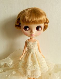 1 : 6 Scale Blythe Azone Creamy Lace Stripes Dress | Doll Apparel | Doll Fashion | Doll Dress Blythe Creamy Lace dress, Handmade with cotton fabric and lace . Two layers. Please note, since this is ha