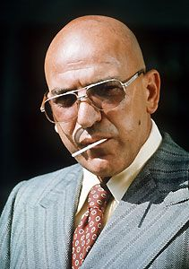 Telly Savalas Why is it that some men look so good bald? How about all the myths about bald men? Bald men are more intelligent. Bald men are better lovers. Famous Veterans, Tv Star, Bald Men, Hommes Sexy, Jolie Photo, Classic Tv, Famous Faces, Men Looks, Old Hollywood