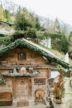 winter wedding inspiration in the Swiss Alps from Smetona Photo and Haute Weddings | via junebugweddings.com