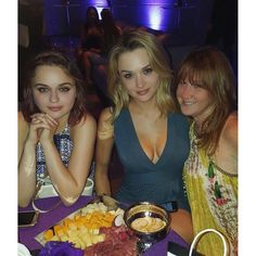 Hunter and Joey King with their agent. Joey King Hot, Haley Hunter, Hunter King, Kissing Booth, Just Beauty, Young And The Restless, Hourglass Figure, Never Give Up, American Actress