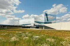 Project: Paläon - New research and experience centre Schöningen, Germany by Holzer Kobler Architekturen  Berlin, Zürich & pbr AG and Topotek1-landscape architecture / ALUCOBOND® naturAL Reflect - Photo: Jan Bitter