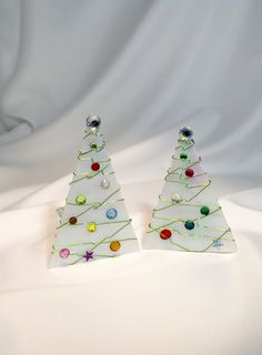 Frosted Christmas Tree Votive Frosted Christmas Tree, Christmas Ornaments, Fused Glass Plates, Green Garland, Stained Glass Designs, Elements Of Art, Christmas Crafts For Kids, Tea Lights, Bowls