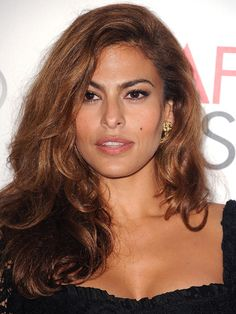 Eva Mendes's caramel-toned Medium Brown (Copper Golden) haircolor looks gorgeous with this full-bodied, textured blowout. Get your own perfect #hair #color to cover grays at home here: www.eSalon.com