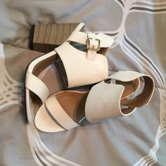 Women's metal buckle block heels sandal! You can find a prefect match in this block heel sandals! The cut-out ankle with comfortable cushioned insole will definitely bring you a unforgettable summer . Liliana Shoes Heels