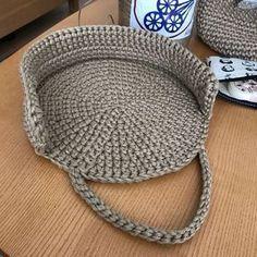 03be5eeec Bolsa tejida en redondo en ganchillo o crochet. Sacola Crochê, Croche Fio  De Malha