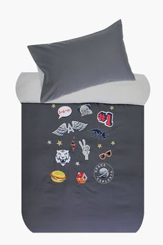 This microfibre duvet cover set with a set of unique badge design will add that special touch to your little one's bedroom.