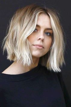 Our collection of short hair trends will surprise you. You will see all the faves among celebrities. Get inspired for your own trendy short cut. hair Frisuren 36 Latest Short Hair Trends for Winter 2017 - 2018 Ombré Hair, New Hair, Messy Hair, Messy Curls, Hair Bangs, Undercut Hair, Choppy Hair, Messy Lob, Choppy Bobs