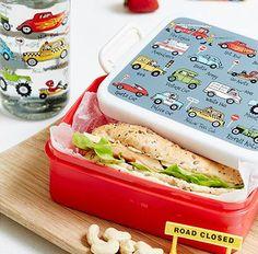 Les boites-repas et gourdes Voitures Tyrrell Katz sont garanties sans BPA. Pour emporter le goûter ou le déjeuner à l'école.  http://www.lilooka.com/dehors/gourdes-et-boites-enfants-sans-bpa/boite-a-dejeuner-et-gouter-sans-bpa-voitures-tyrrell-katz.html