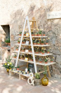 Consider this process for a fantastic idea! Marriage Decoration Ideas How to Plan a Wedding in a Short Time Seating Arrangement Wedding, Wedding Arrangements, Table Arrangements, Wedding Seating, Wedding Table, Wedding Ideas, Wedding Planning On A Budget, Event Planning Tips, Wedding Planner