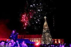 Zdjęcie numer 23 w galerii - Tłumy kielczan powitały na Rynku Nowy Rok [ZDJĘCIA]