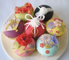 Cupcakes with Japanese kimono fabric decorations! Two of the things I loved merged into one!