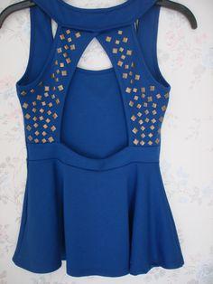 Marca Papaya Blusa color azul con abertura atras