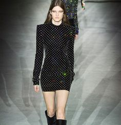 CATWALK. Med edge attityd och stilsäkra detaljer. I går visade Anthony Vaccarello sin andra kollektion för modehuset Saint Laurent på Paris Fashion Week. Se de bästa looksen från visningen på elle.se - länk i bio @ysl @anthonyvaccarello #ysl #pwf #ellesverige  via ELLE SWEDEN MAGAZINE OFFICIAL INSTAGRAM - Fashion Campaigns  Haute Couture  Advertising  Editorial Photography  Magazine Cover Designs  Supermodels  Runway Models